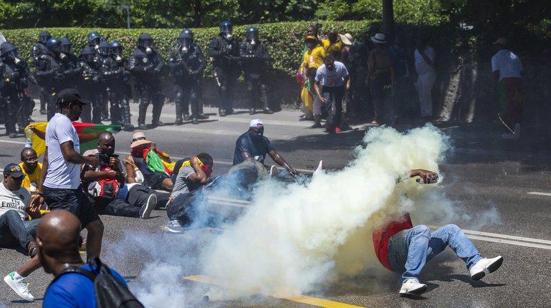 Des confrontations ont lieu samedi à Genève entre les manifestants camerounais et la police.