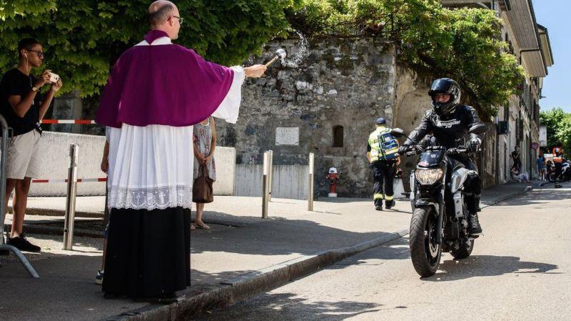 Nyon: une petite centaine de motards ont reçu de l'eau bénite … de Nyon