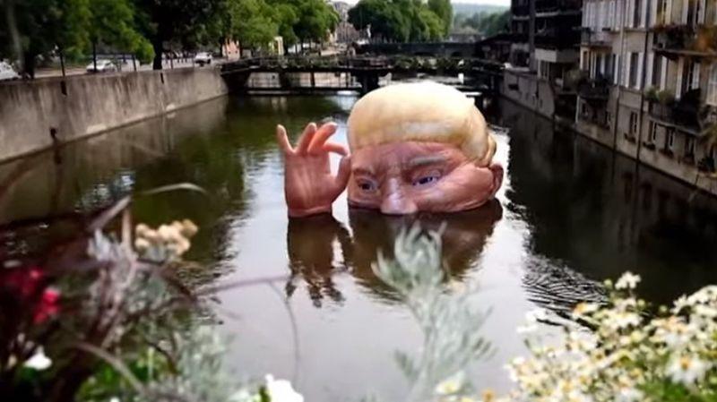 Metz: la tête de Trump plongée dans la Moselle pour dénoncer son climatoscepticisme