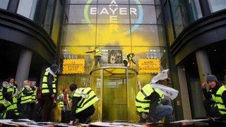 Les «vautours»  fondent sur Bayer