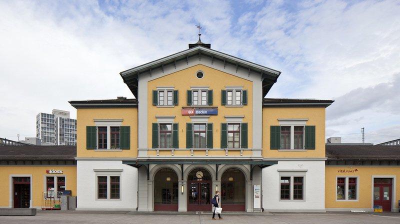 Argovie: un employé des CFF meurt coincé dans la porte d'un train à la gare de Baden