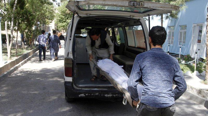 Afghanistan: un bus saute sur une bombe, au moins 34 morts