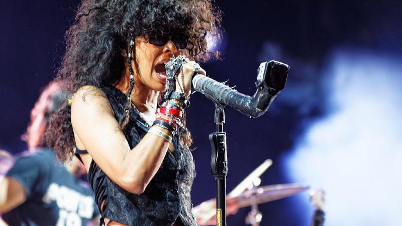 La chanteuse Samaha Sam est tombée malade.