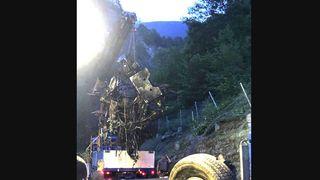 Uri: un camion chute de 300 m en montagne