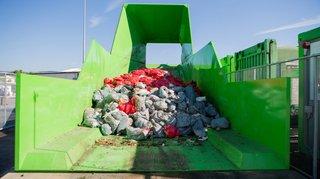 Gland: incendie au centre de tri des déchets