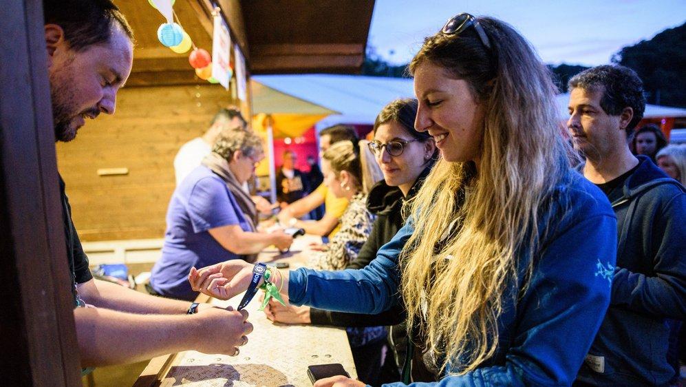Les festivaliers du Venoge ont porté leur porte-monnaie au poignet. L'introduction du cashless n'a laissé personne indifférent.
