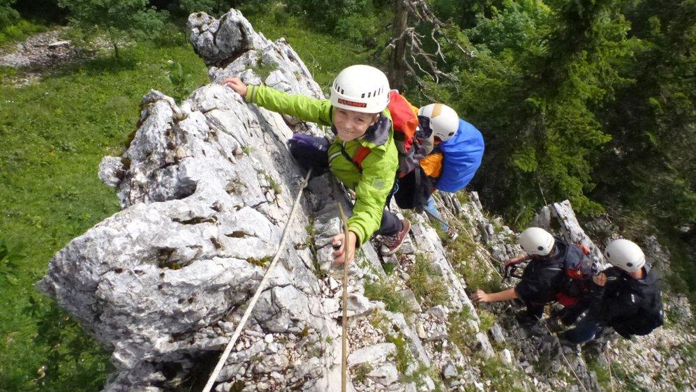 La grimpe en extérieur ravit de plus en plus de curieux. Petits et grands n'hésitent pas à se lancer à l'aventure.