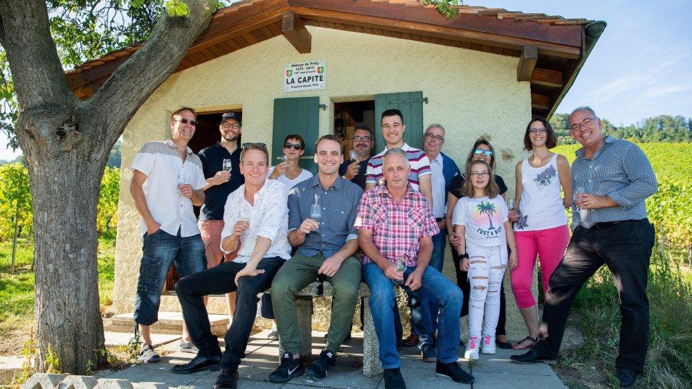 Vincent Kucholl et Vincent Veillon (devant) ont été accueillis par la Municipalité de Tartegnin et par des vignerons locaux.