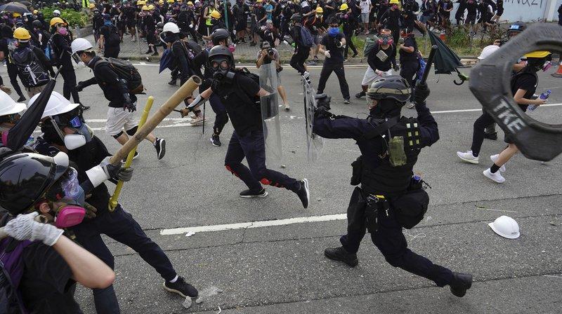 Policiers et manifestants se sont à nouveau affrontés samedi dans les rues de Hong Kong.