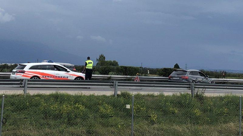 Une Audi immatriculée dans le canton de Vaud a été immobilisée contre la glissière centrale.