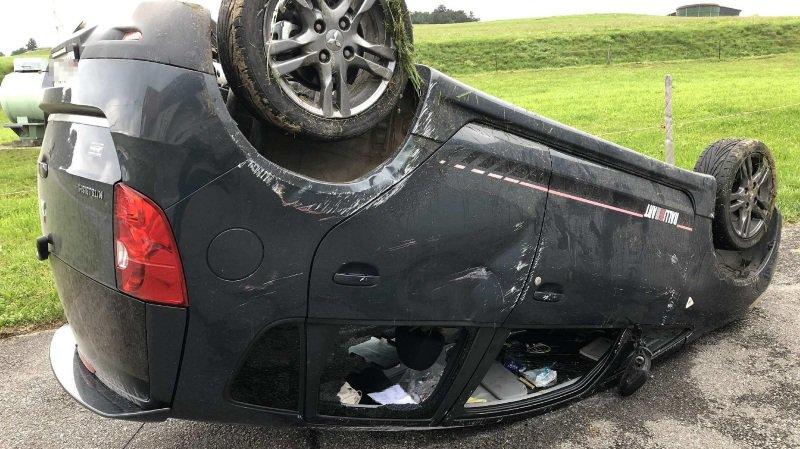 Fribourg: ivre, un conducteur traîne son véhicule sur 150 mètres après un accident