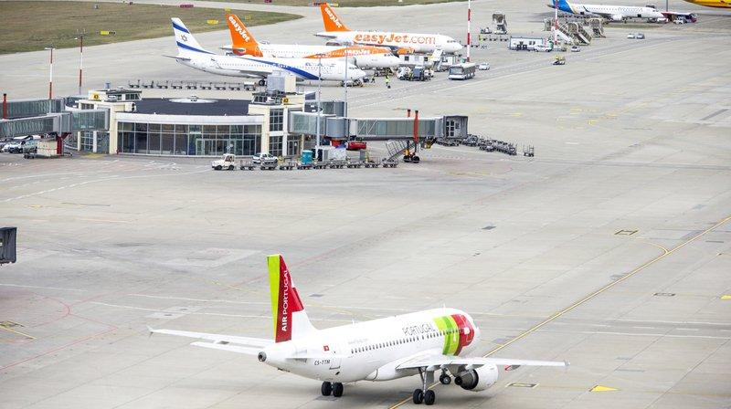 Aéroport de Genève: épuisés, des employés montent au front