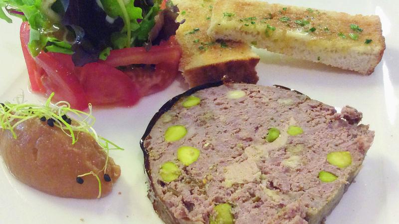 Terrine de chevreuil aux pistaches.