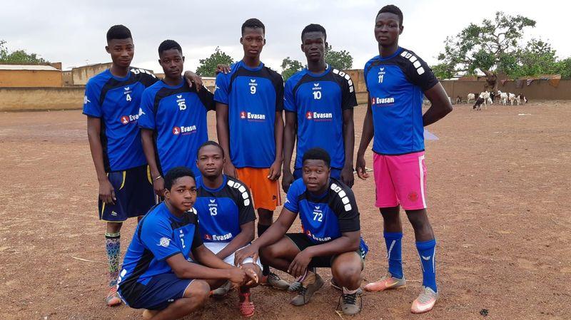 Des maillots de l'UHC Begnins font le bonheur d'enfants du Burkina Faso