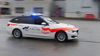 Fribourg: un homme retrouvé mort dans une voiture incendiée à Matran