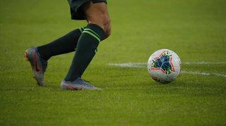 Football: un arbitre pourchassé par des joueurs énervés à la fin d'un match de 2e ligue inter
