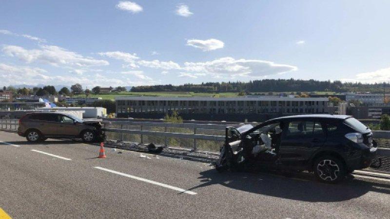 Fribourg: cinq blessés dans une collision frontale à Givisiez