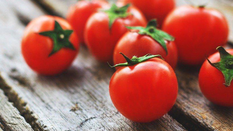 31% des Suisses pensent que manger une tomate cerise est sans danger pour les petits enfants. (Illustration)