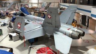 Armée: 15 charnières fissurées découvertes sur les volets d'atterrissage de F/A-18