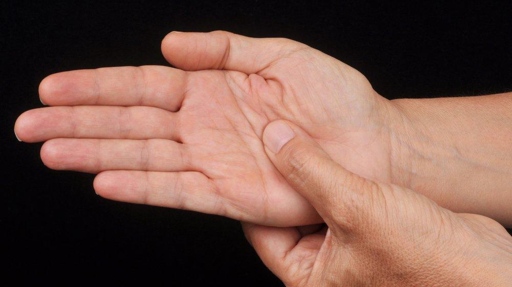 Le canal carpien est un espace fermé au poignet, dans lequel passent les neuf tendons fléchisseurs des doigts entourés d'une gaine, ainsi que le nerf médian.