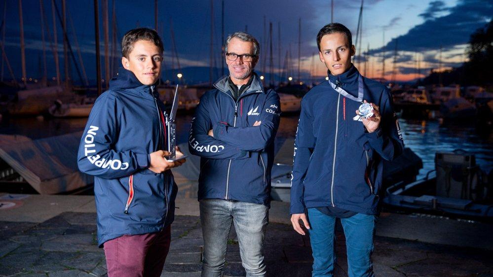 De retour de leur épopée marseillaise, Andrea Aschieri (g.), Aurélien Castro (dr.) et leur coach Emmanuel Chomel savourent leur résultat.