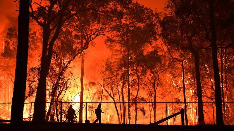 Australie: un jeune pompier accusé d'avoir allumé sept incendies