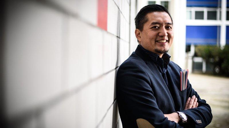 Né dans un camp de réfugiés, il devient un entrepreneur philanthrope