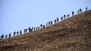 Australie: les touristes se ruent pour grimper le célèbre rocher d'Uluru avant sa fermeture