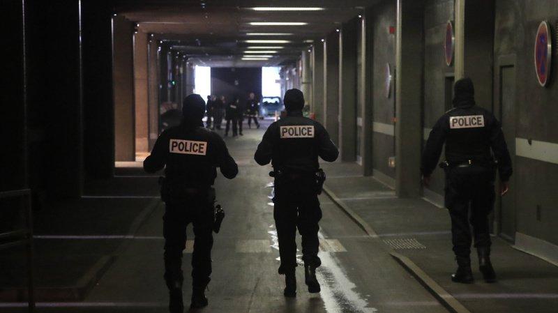 Paris: un homme menace des policiers au couteau, il est abattu