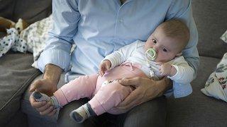 Dépôt des signatures contre le congé paternité de deux semaines